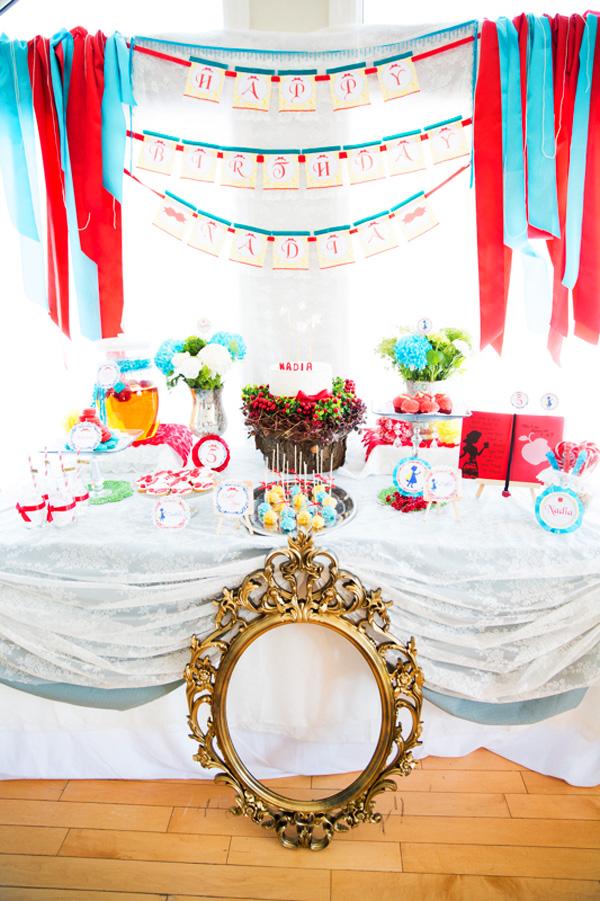 Snow White birthday party dessert table